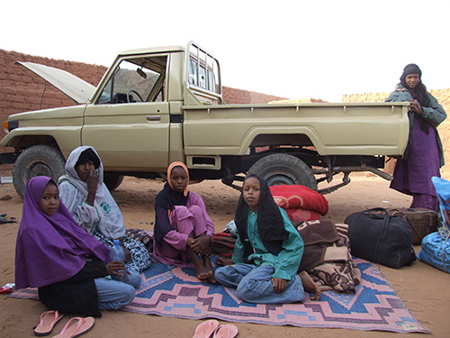 Afrod does not categorically and exclusively mean to work as an active smuggler, but rather refers to the special form of situational mobility of the Tuareg in general: of men, women and even children (Photo: Ines Kohl 2012).
