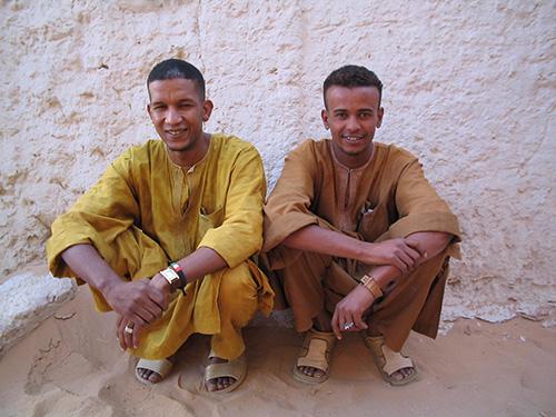 Die Grenze zwischen Algerien und Libyen trennte das Siedlungsgebiet der Kel Azjer Tuareg. Familien wurden auf zwei Ländergeteilt. Dieser grundlegenden territorialen Separation folgten unterschiedliche soziopolitische Entwicklungen, deren vielschichtige Auswirkungen heute die Situation der Tuareg prägen (Foto: Ines Kohl, 2005)