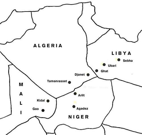 Das Territorium der Kel Azjer erstreckt sich auf die Region des Tassili-n-Azjer (Algerien) und des Akakus-Tadrart Gebirges (Libyen). Zentren sind heute die beiden Oasen Djanet und Ghat.